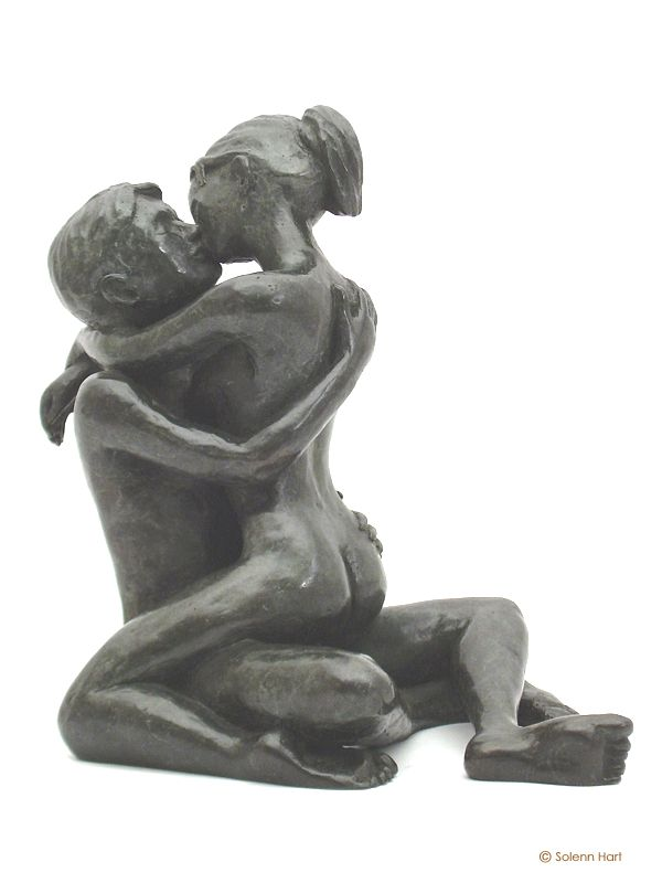 Statue en bronze d'un couple d'amoureux enlacés, photo 4