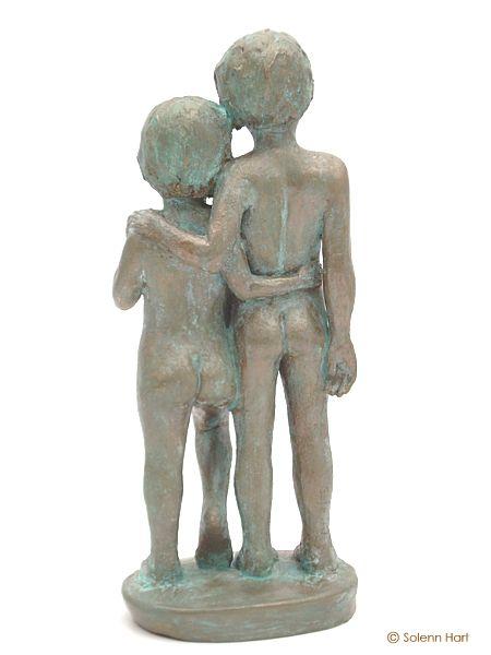Très Sculpture enfants debout, douce fraternité RT39